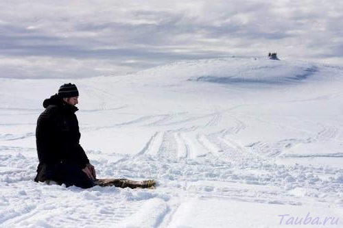 Молитва зимой на снегу Намаз
