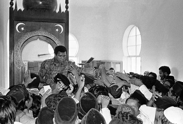 Мухаммад Али принял Ислам